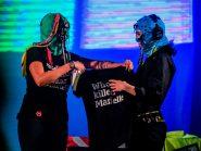 """Banda russa """"Pussy Riot"""" recebe Monica Benicio em show e pergunta """"Quem matou Marielle?"""""""