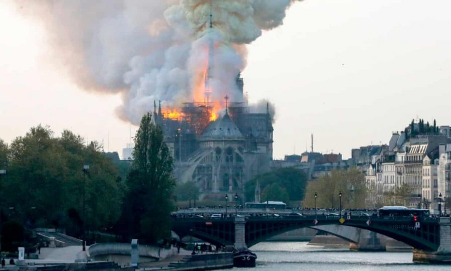 Extrema-direita usa incêndio em Notre Dame para disparar fake news e criar onda de ódio contra islâmicos