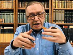 """""""Quem destruiu o Brasil foram os professores de filosofia, direito e ciências sociais"""", ataca Olavo de Carvalho"""