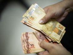Salário mínimo de Bolsonaro extorque mais de R$ 6 bi dos trabalhadores e aposentados