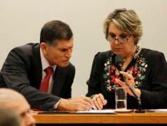 Santos Cruz não demonstra entusiasmo com mudança de regime do presidencialismo para a monarquia