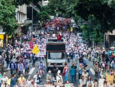 Milhares tomam as ruas de BH em ato antimanicomial
