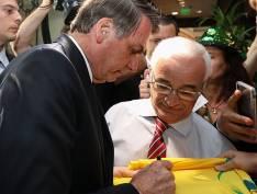 """Bolsonaro pergunta a alunos de escola privada sobre atos """"do pessoalzinho que cortei verba"""""""