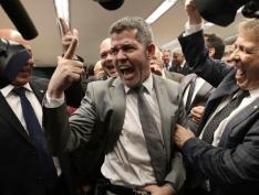 """Líder do PSL na Câmara, Delegado Waldir chama Flávio Bolsonaro de """"bandido de estimação"""""""