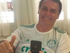 Após STF rejeitar liberdade provisória a Lula, Bolsonaro comemora discretamente
