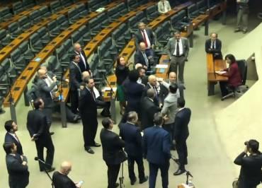 Deputados quase saem no tapa em discussão sobre reforma da Previdência. VÍDEO