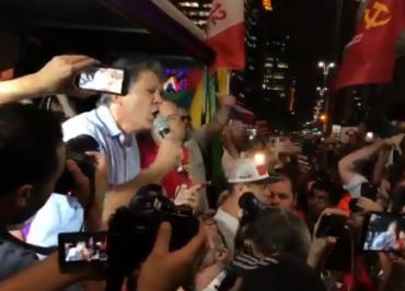 """""""Somos muito melhores que Bolsonaro e vamos resgatar esse país nas ruas"""", diz Haddad em ato da Greve Geral"""