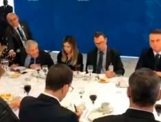 VÍDEO: General Heleno tem surto e dá murros na mesa ao comentar entrevista de Lula à TVT