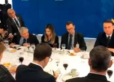"""No Twitter, Bolsonaro diz que """"infelizmente nossa constituição não permite prisão perpétua"""""""