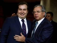 """Rodrigo Maia se diz """"perplexo"""" com a fritura de Joaquim Levy promovida por Paulo Guedes"""