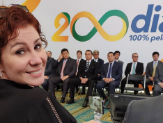 Carla Zambelli, deputada de Bolsonaro, é trollada por Felipe Neto