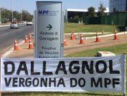 """""""Dallagnol vergonha do MPF"""", diz faixa afixada em frente à sede da PGR"""