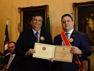 Flávio Dino condecora presidente da OAB insultado por Bolsonaro