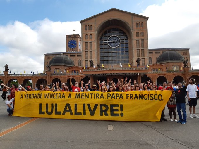 - lula livre 3 - Santuário de Aparecida vira palco de manifestação petista 'Lula Livre'