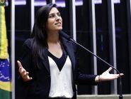 Deputada federal do PSL pedefim do aborto legal e seguro para mulheres que foram estupradas