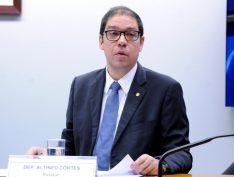 Deputado retira indiciamento de Lula e Dilma de relatório final da CPI do BNDES
