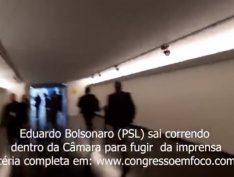 Vídeo: Para fugir da imprensa, Eduardo Bolsonaro corre por três anexos do Congresso Nacional