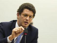 AGU pede extinção de pedido do MPF pelo afastamento de Salles