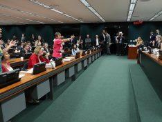 Presidente da CCJ, do PSL, xinga Maria do Rosário e oposição derruba sessão sobre segunda instância
