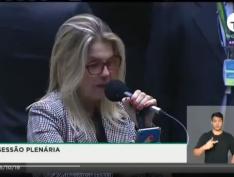 """Deputada do partido de Bolsonaro confessa em plenário: """"Aqui no PSL tiveram candidatos laranjas"""""""