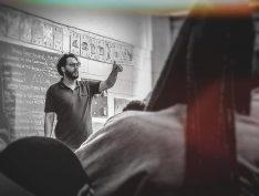 Que o dia dos professores seja mais que felicitações vazias e se transforme em um momento de reflexão