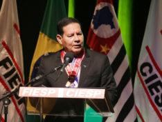 Fiesp homenageia Mourão e as Forças Armadas com a Ordem do Mérito Industrial