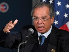 """Guedes minimiza alta no dólar e diz que Brasil vai """"decolar"""""""