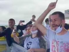 Vídeo: Bolsonaristas atacam jornalistas após nova crítica do presidente à imprensa