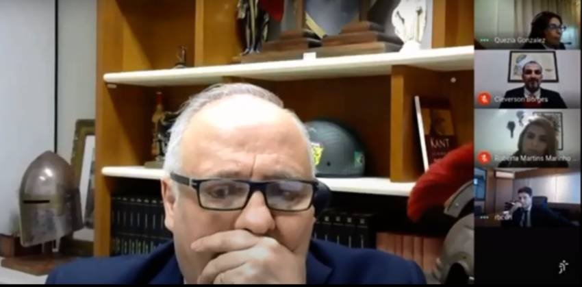 Vídeo: Desembargador não percebe microfone ligado e ofende colega durante sessão virtual | Revista Fórum