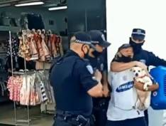 VÍDEO: Guardas municipais agridem morador de rua idoso em São José dos Campos (SP)