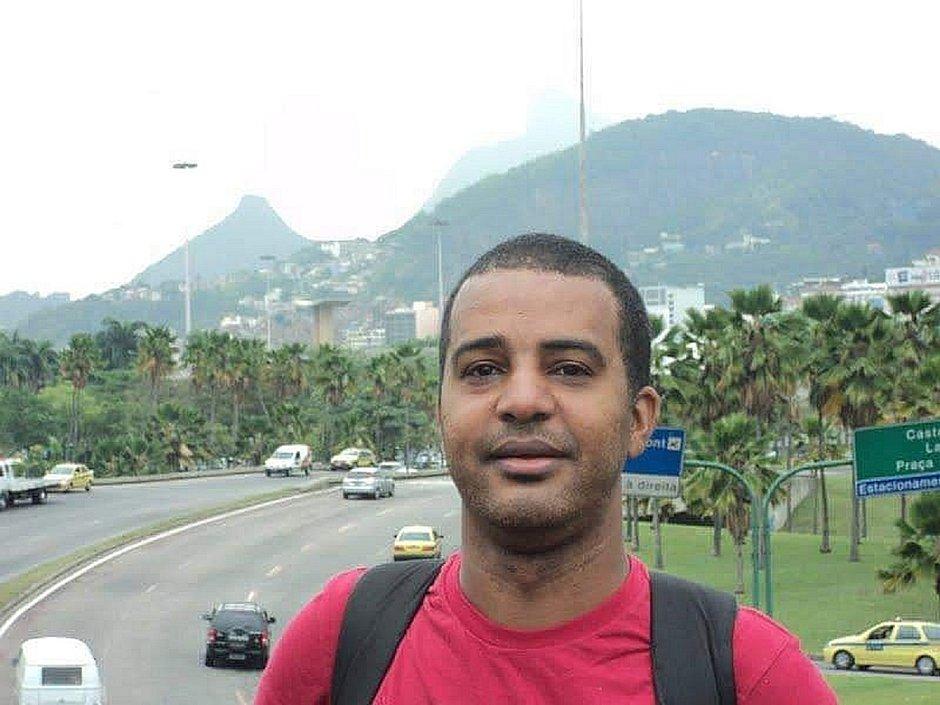 Professor gay e negro é assassinado