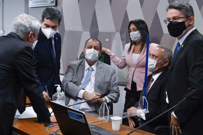Randolfe Rodrigues (Rede-AP); Eliziane Gama (Cidadania-MA); Omar Aziz (PSD-AM); Renan Calheiros (MDB-AL); Alessandro Vieira (Cidadania-SE) e Humberto Costa (PT-PE) na CPI do Genocídio.