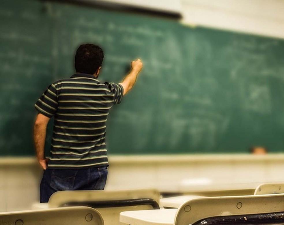 Salário de professor de escola pública do Brasil é o pior do mundo, diz OCDE