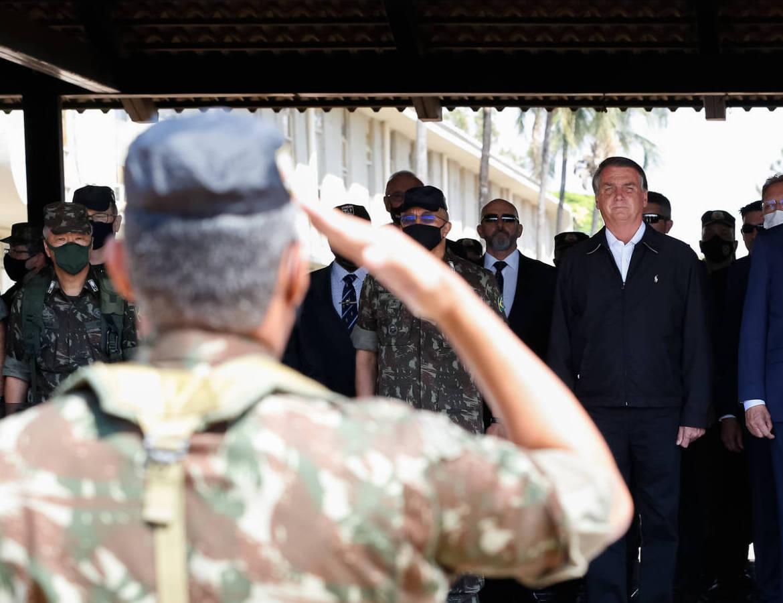 Militares com Bolsonaro